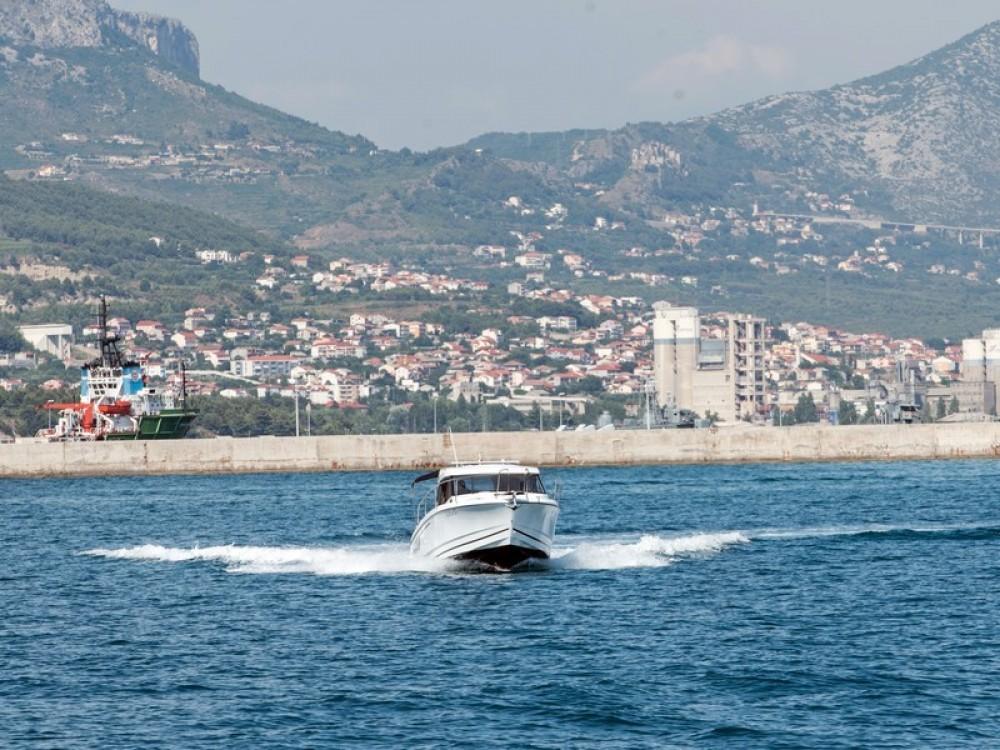 Rental Motorboat in Kaštel Gomilica - Jeanneau Jeanneau Merry Fisher 795
