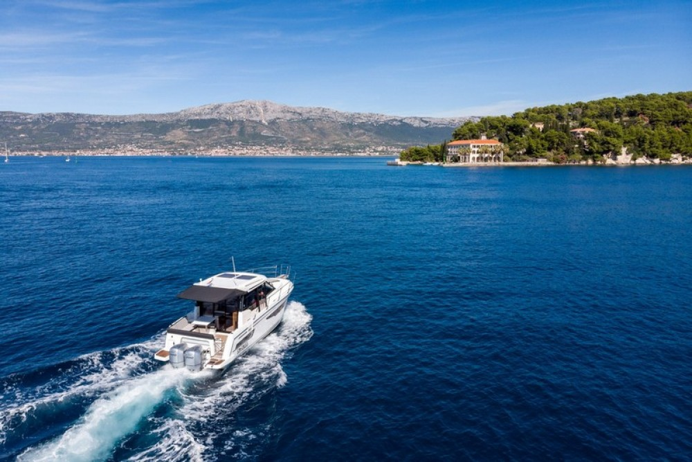 Boat rental Marina Kaštela cheap Jeanneau Merry Fisher 895