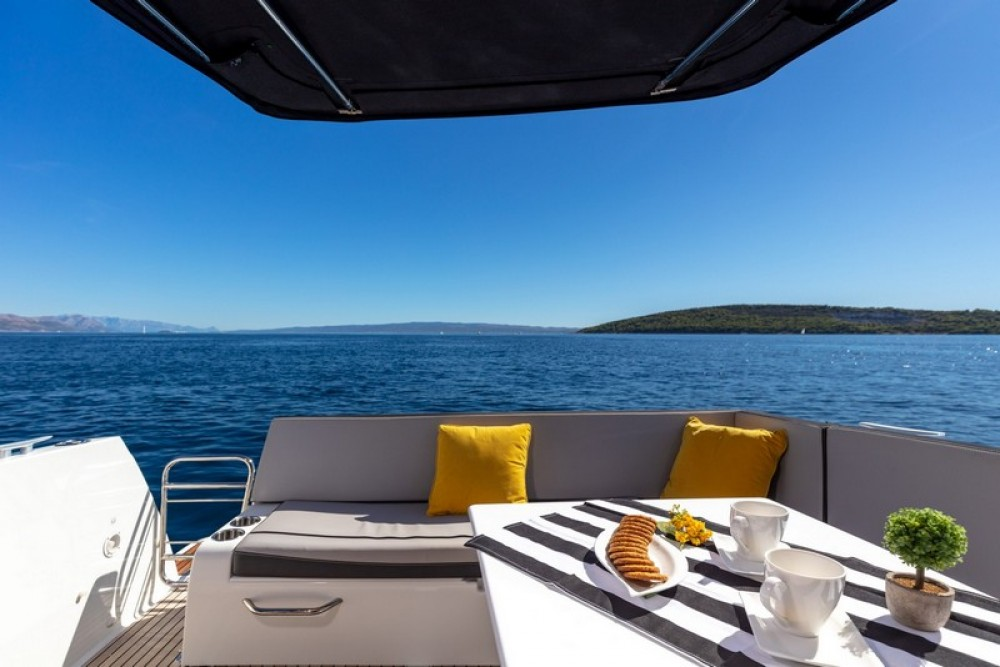 Hire Motor boat with or without skipper Jeanneau Marina Kaštela