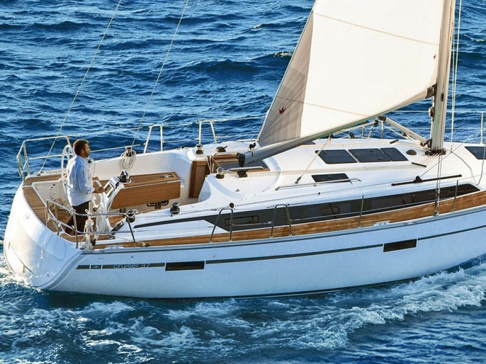Rent a Bavaria Bavaria Cruiser 37 Split