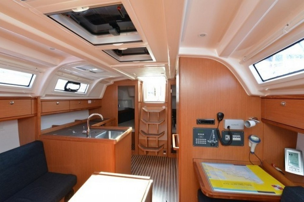 Rental Sailboat in Split - Bavaria Bavaria Cruiser 37