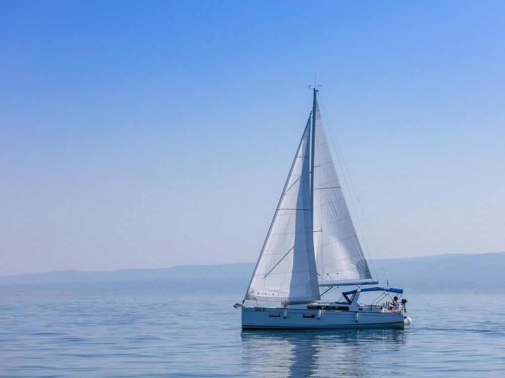 Rent a Bénéteau Beneteau Oceanis 38.1 Split