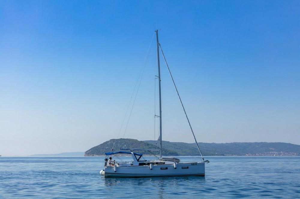 Rental Sailboat in Split - Bénéteau Beneteau Oceanis 38.1