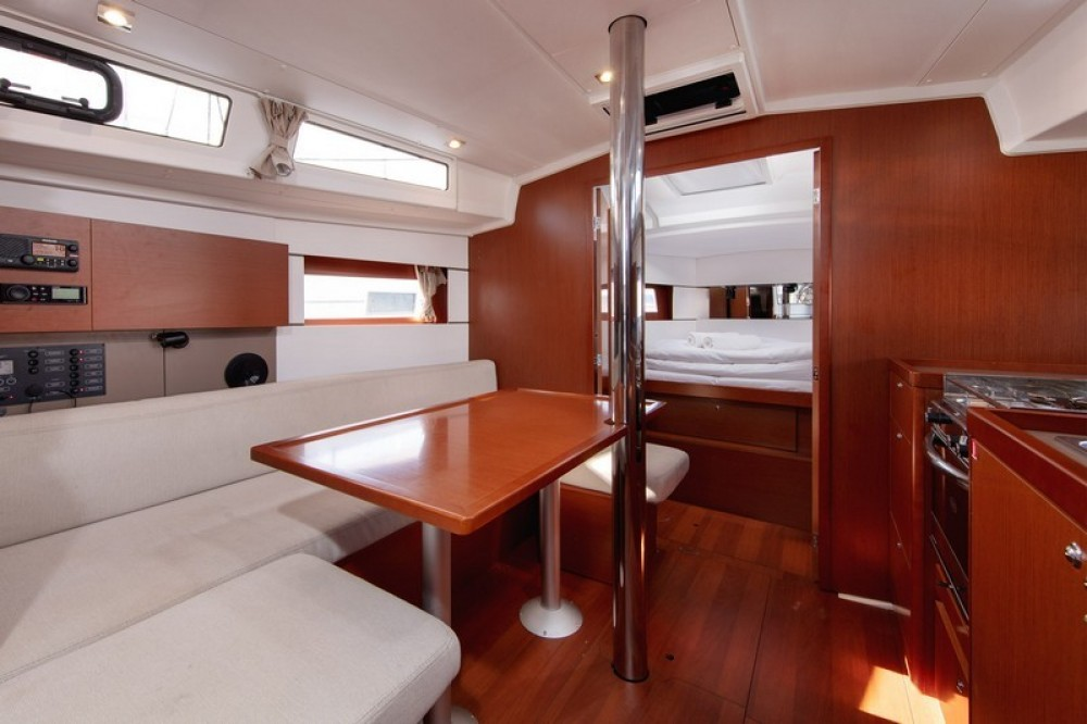 Rental yacht Split - Bénéteau Beneteau Oceanis 38.1 on SamBoat