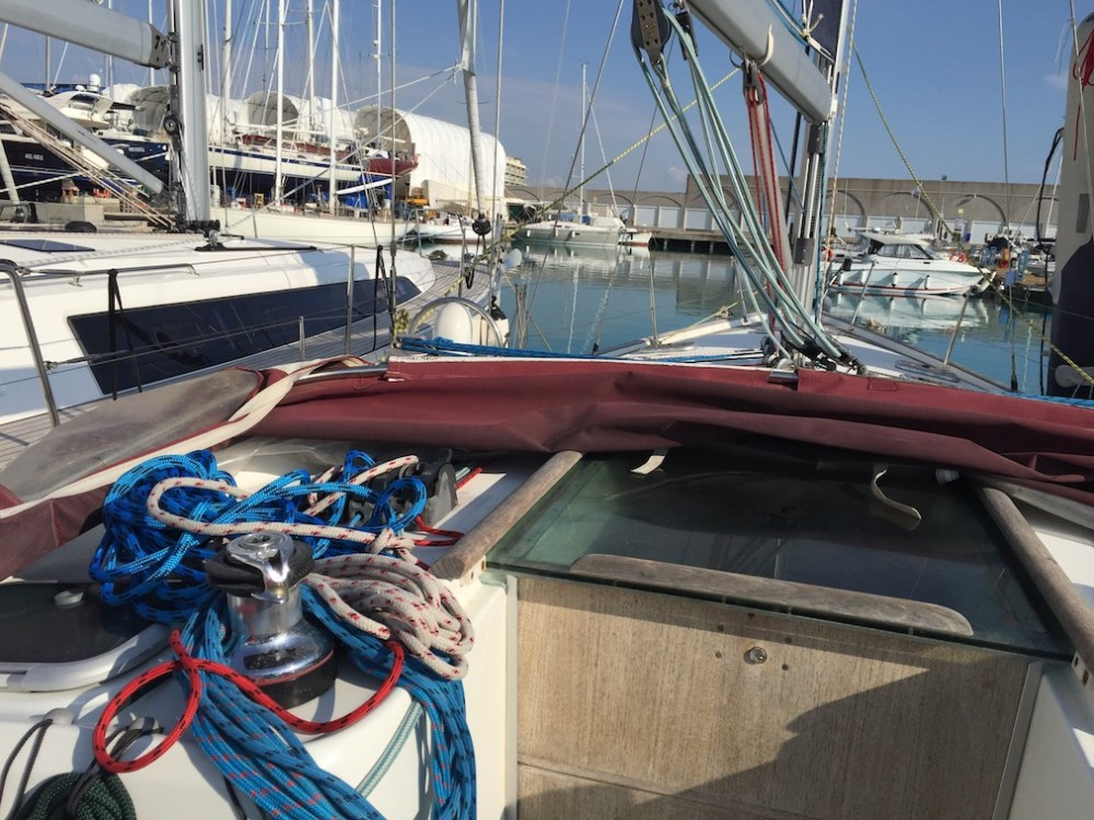 Sailboat for rent Cala dei Sardi at the best price