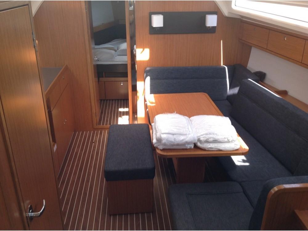 Rental yacht Cala dei Sardi - Bavaria Bavaria Cr 41 on SamBoat