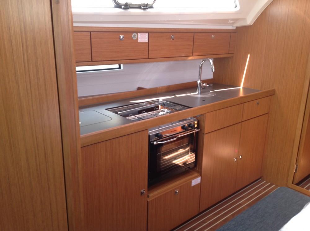 Sailboat for rent Cala dei Sardi at the best price