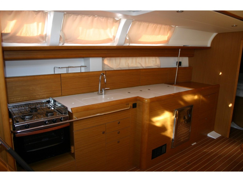 Jeanneau Sun Odyssey 44i between personal and professional