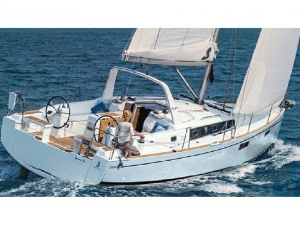 Bénéteau Oceanis 38.1 between personal and professional Cala dei Sardi