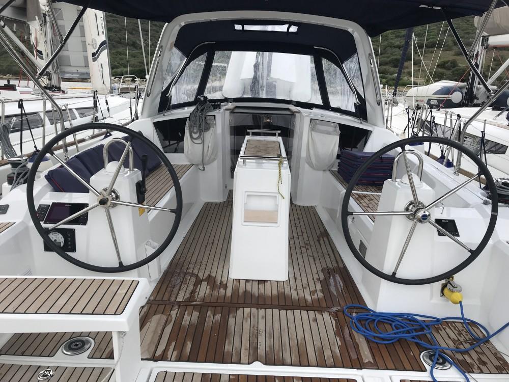 Boat rental Bénéteau Oceanis 38.1 in Cala dei Sardi on Samboat