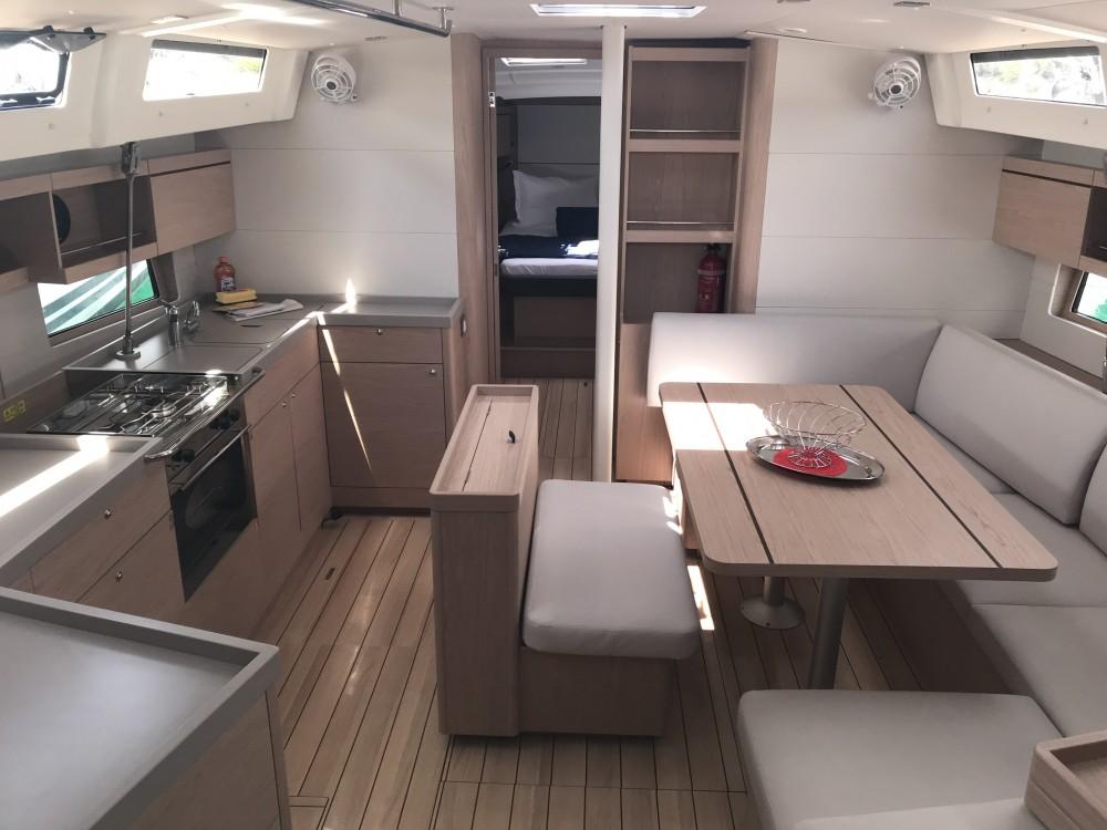 Rental yacht Cala dei Sardi - Bénéteau Oceanis 46.1 (3 cab) on SamBoat