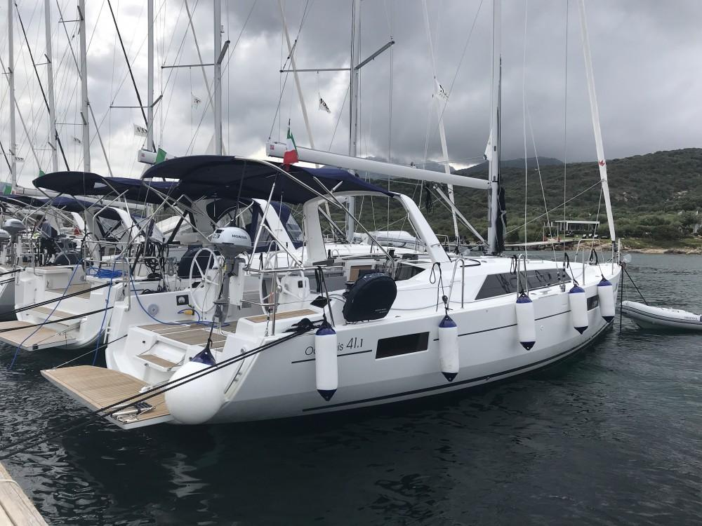 Hire Sailboat with or without skipper Bénéteau Cala dei Sardi