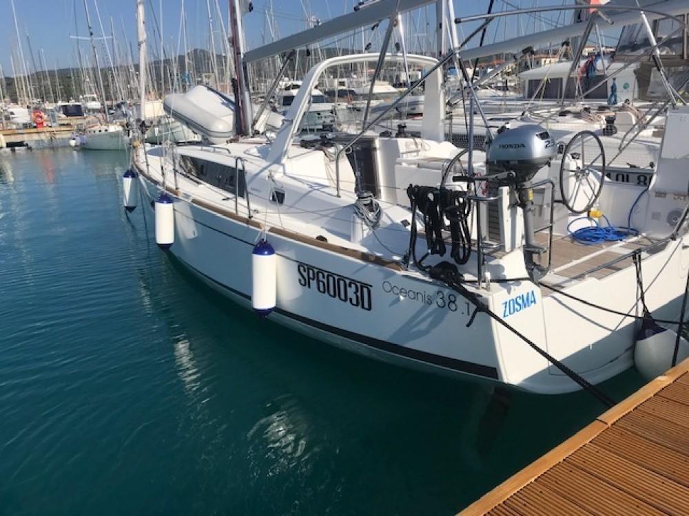 Boat rental Bénéteau Oceanis 38.1 in Castiglioncello on Samboat