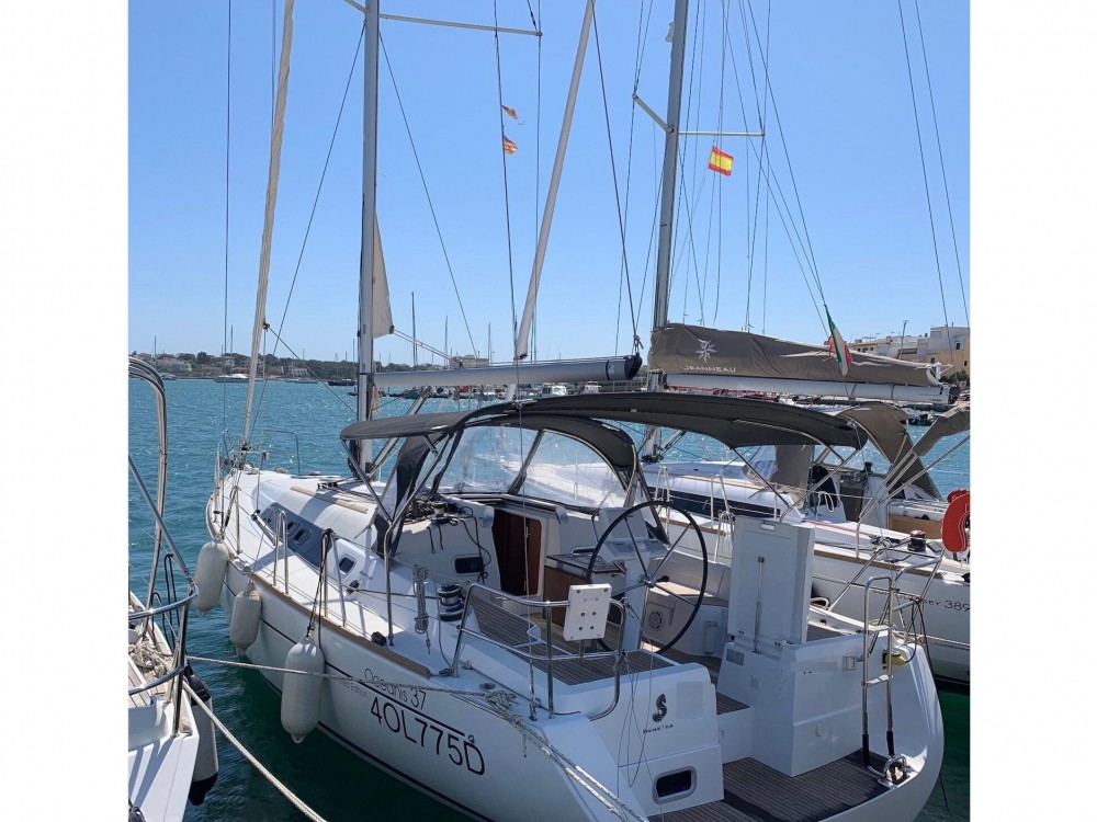 Rental yacht Palma de Majorque - Bénéteau Oceanis 37 on SamBoat