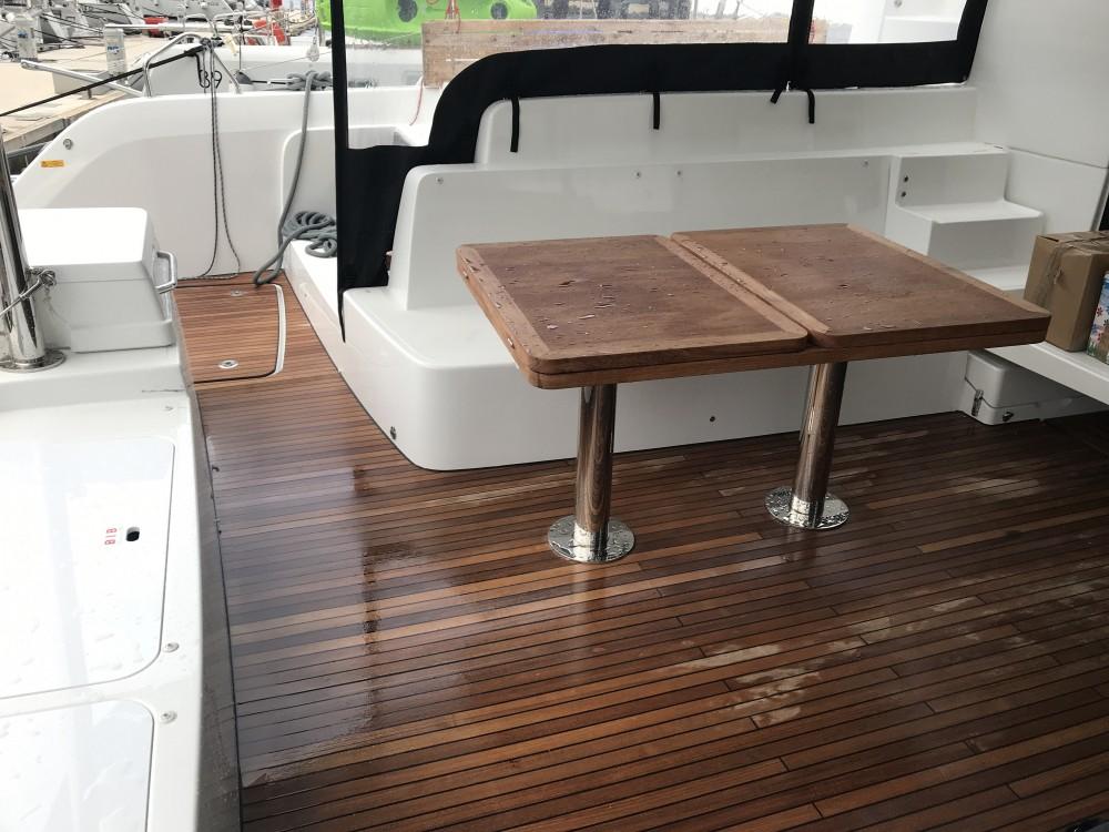 Boat rental Road Town cheap Lagoon 50