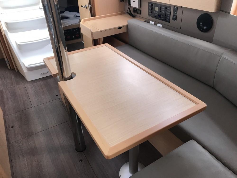 Rental Sailboat in Olbia - Bénéteau Oceanis 35.1