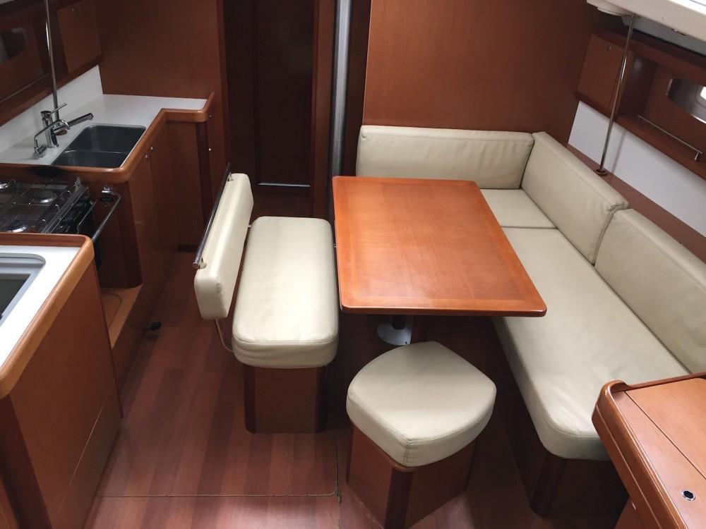 Rental Sailboat in St. George's - Bénéteau Oceanis 43
