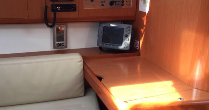 Boat rental Bénéteau Oceanis 43 in Portisco on Samboat