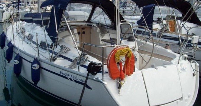 Boat rental Bavaria Bavaria 34 Cruiser in Alimos on Samboat