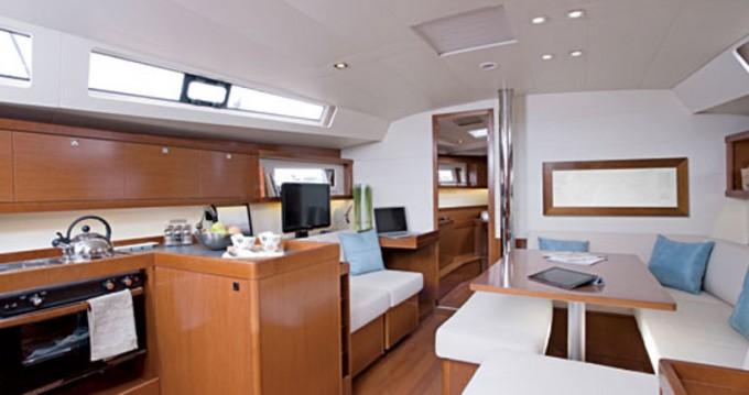 Boat rental Bénéteau Oceanis 45 in Alimos on Samboat