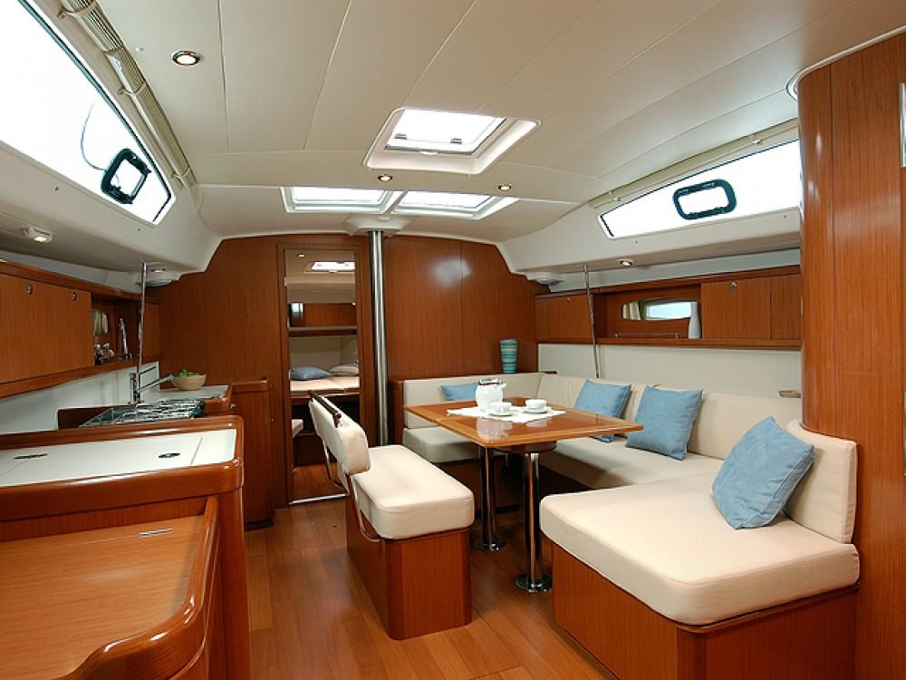 Rental yacht Alimos Marina - Bénéteau Oceanis 43/4 cbs on SamBoat