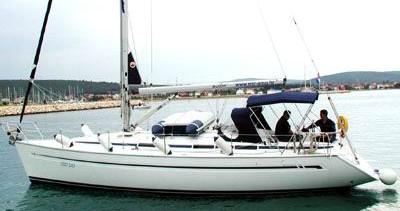 Rent a Bavaria Bavaria 38 Cruiser/2cbs  Alimos