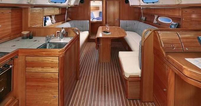 Rental Sailboat in Alimos - Bavaria Bavaria 38 Cruiser/2cbs
