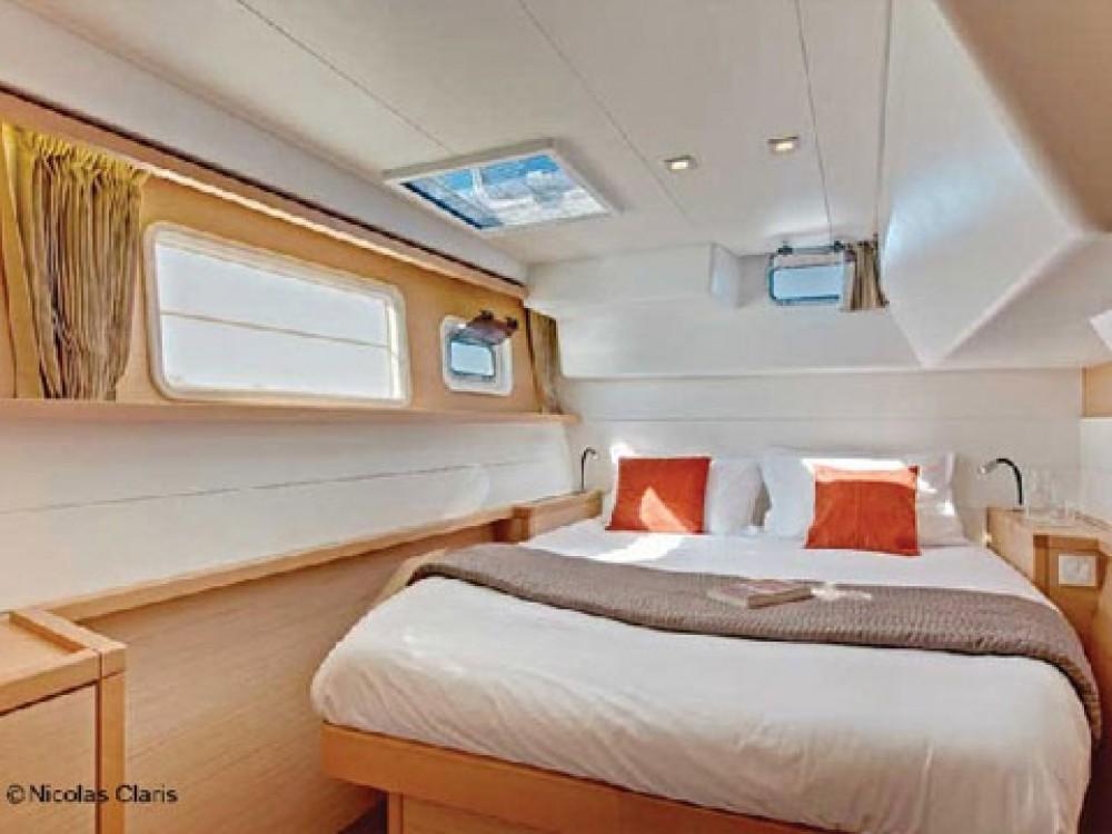 Rental Catamaran in Port de Bormes - Lagoon Lagoon 450 FLY