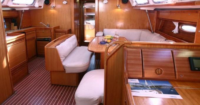 Rental Sailboat in Alimos - Bavaria Bavaria 43 Cruiser
