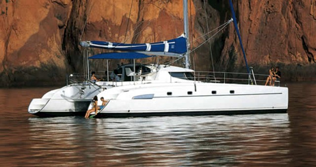 Hire Catamaran with or without skipper Fountaine Pajot Palermo