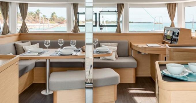 Rental Catamaran in Gouvia - Lagoon Sunsail 424
