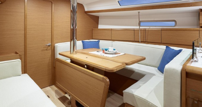 Rental yacht Dubrovnik - Jeanneau Sunsail 38 on SamBoat