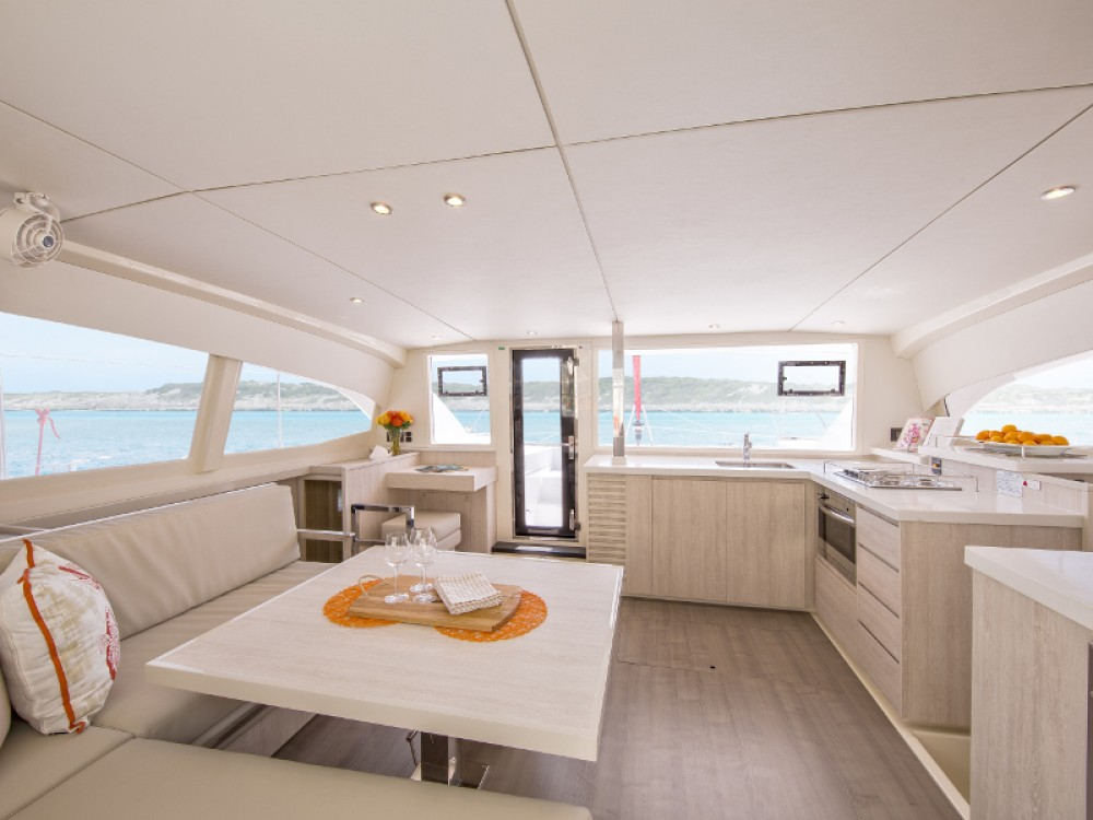 Leopard Sunsail 404 between personal and professional Lefkada
