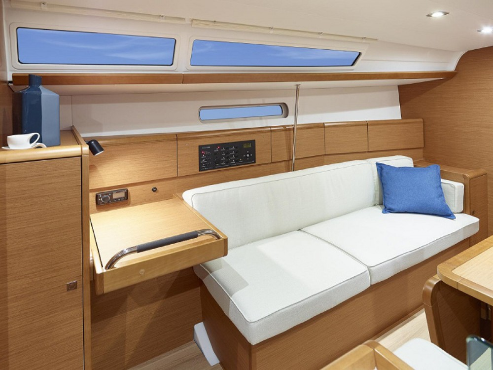 Jeanneau Sunsail 38 between personal and professional Komolac