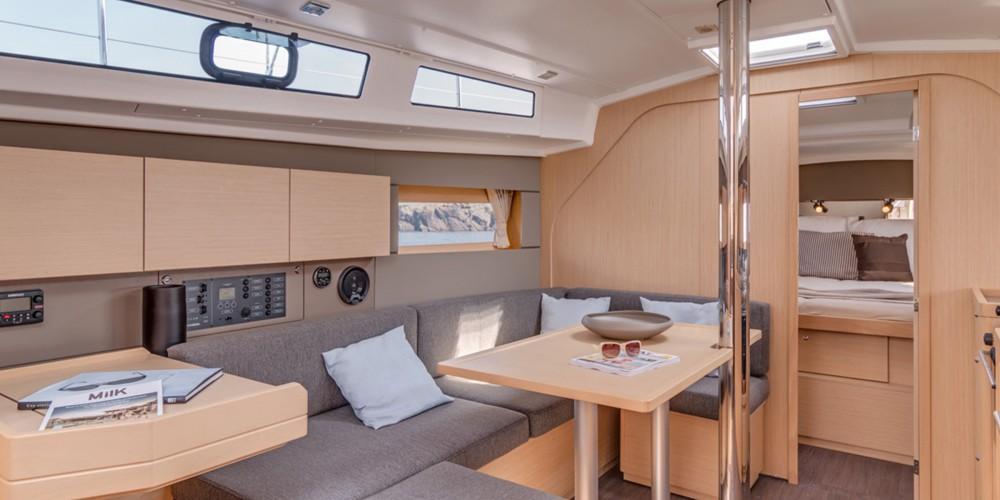 Rental Sailboat in Road Town - Bénéteau Moorings 382