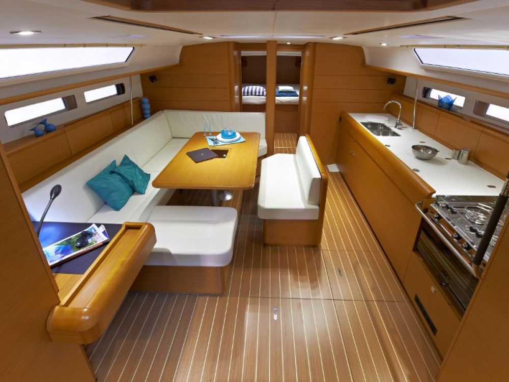 Jeanneau Sunsail 47 between personal and professional