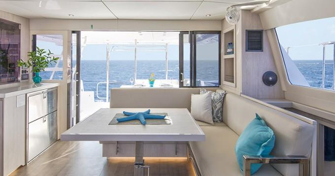 Rental Catamaran in Nassau - Leopard Moorings 433 PC