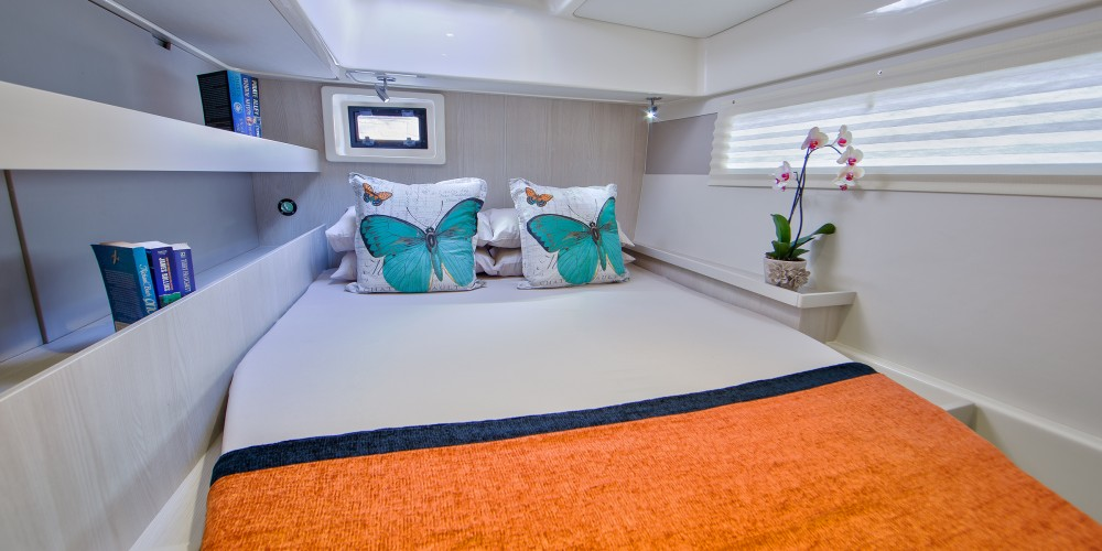 Rental Catamaran in Marina - Leopard Moorings 4800