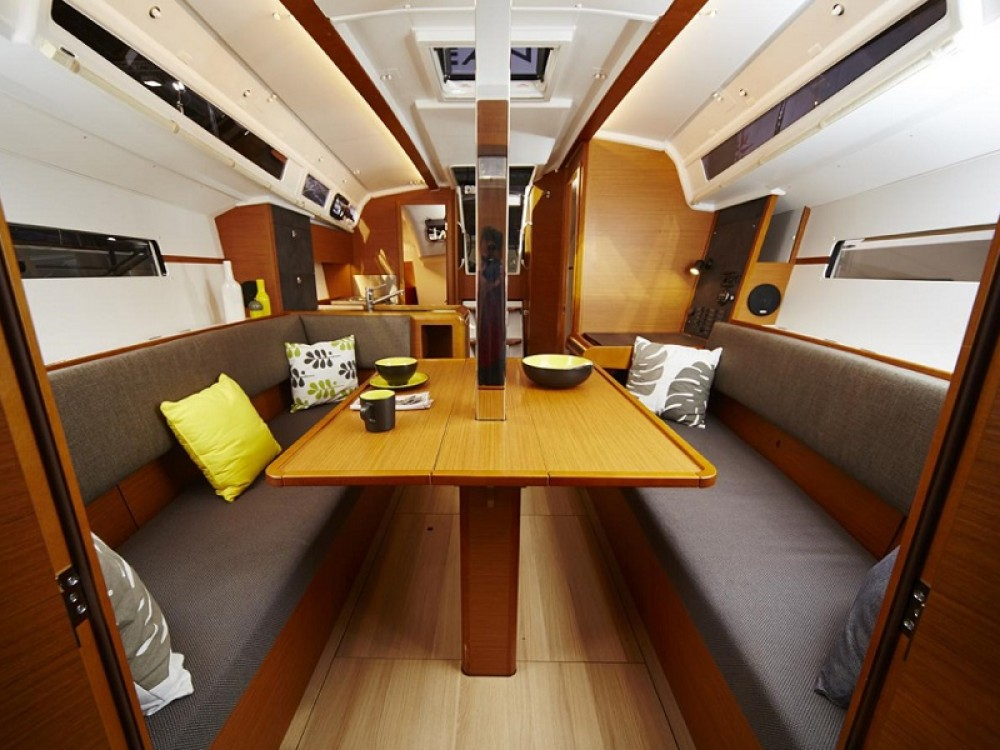 Jeanneau Sunsail 34- 2/1 between personal and professional