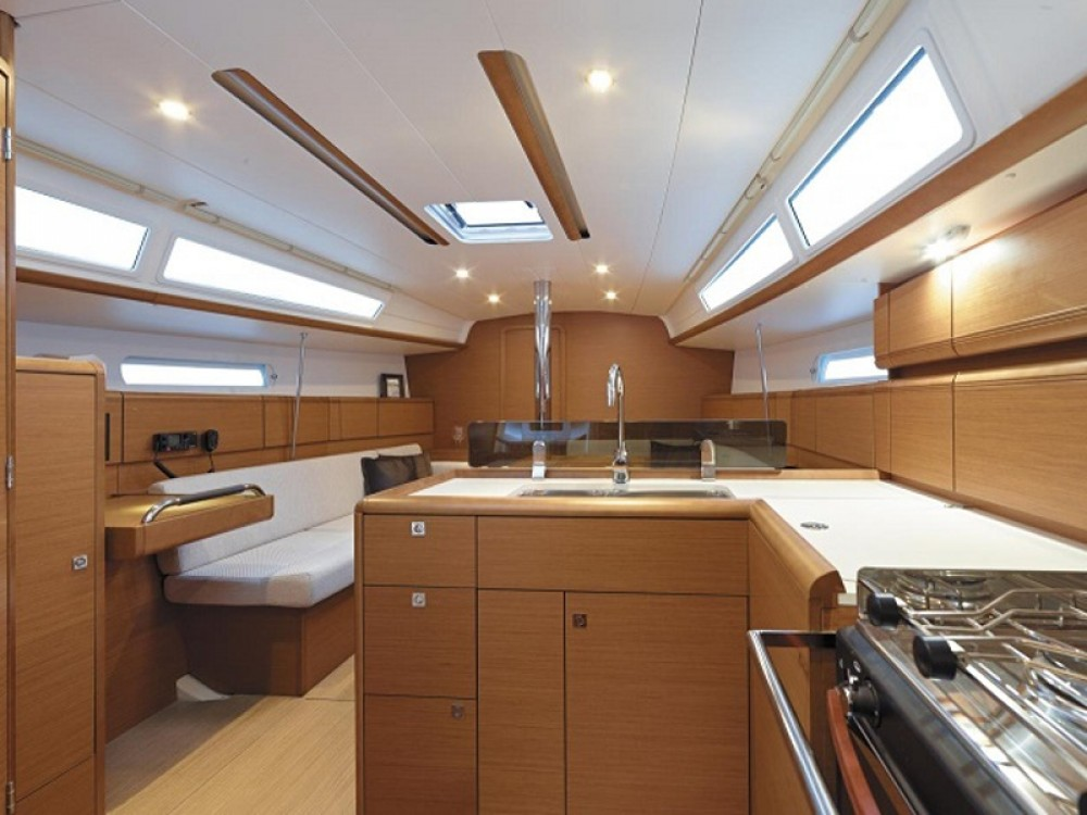 Jeanneau Sunsail 38 between personal and professional