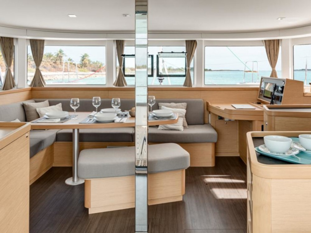 Rental Catamaran in Road Town - Lagoon Sunsail 424
