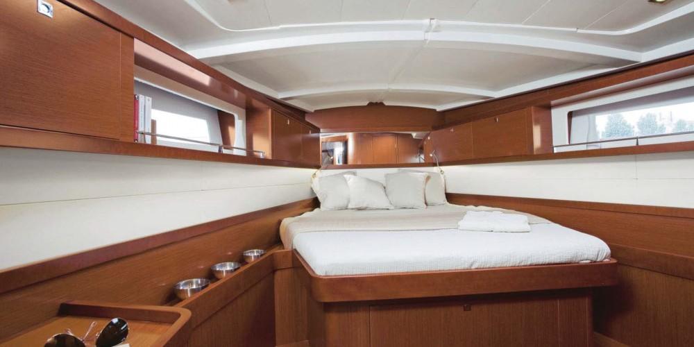 Rental yacht  - Bénéteau Moorings 45.4 on SamBoat