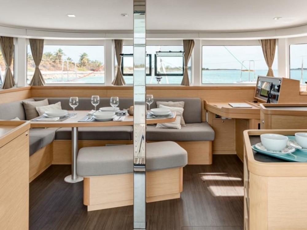 Rental Catamaran in Placencia - Lagoon Sunsail 424