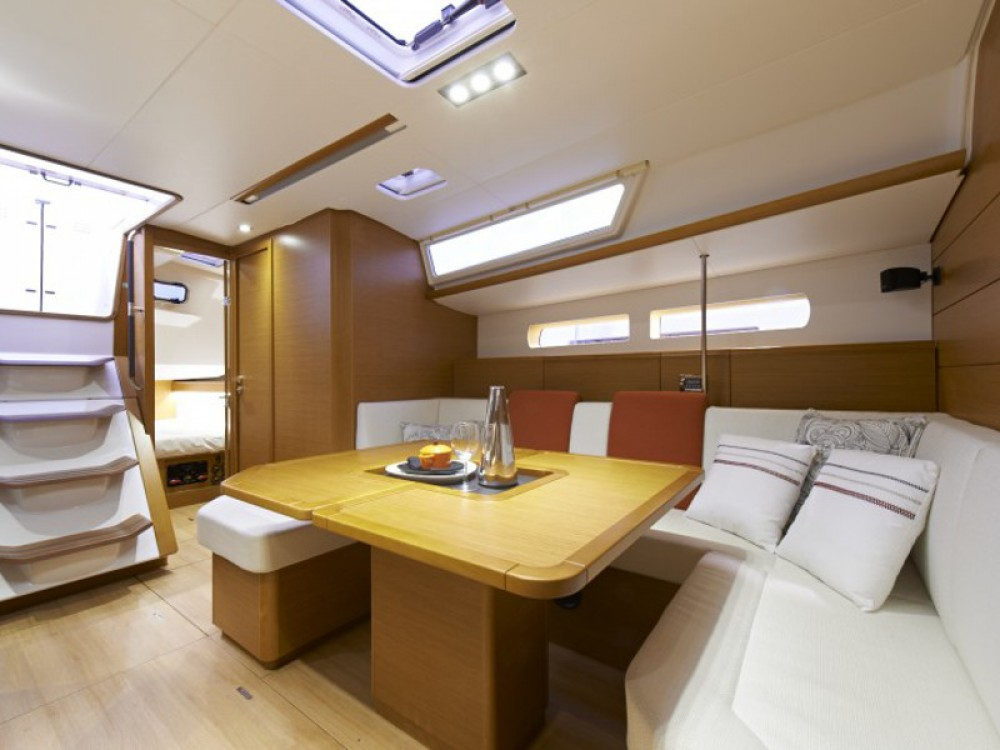 Jeanneau Sunsail 47/3 between personal and professional