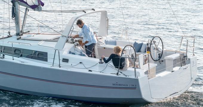 Rental yacht  - Bénéteau Moorings 382 on SamBoat