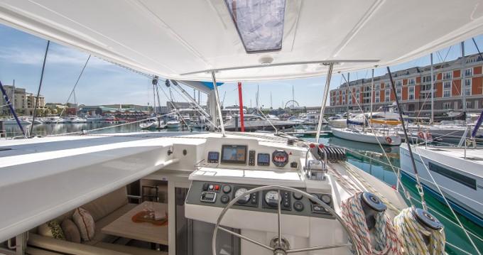 Boat rental Leopard Sunsail 404 in Marina on Samboat
