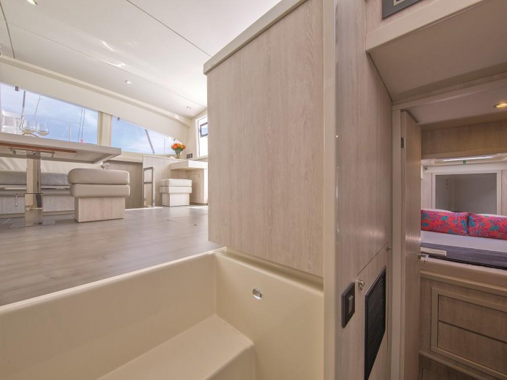 Boat rental Leopard Sunsail 404 in  on Samboat
