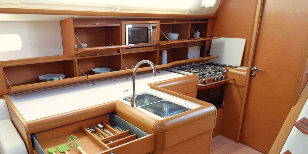 Hire Sailboat with or without skipper Jeanneau Marigot