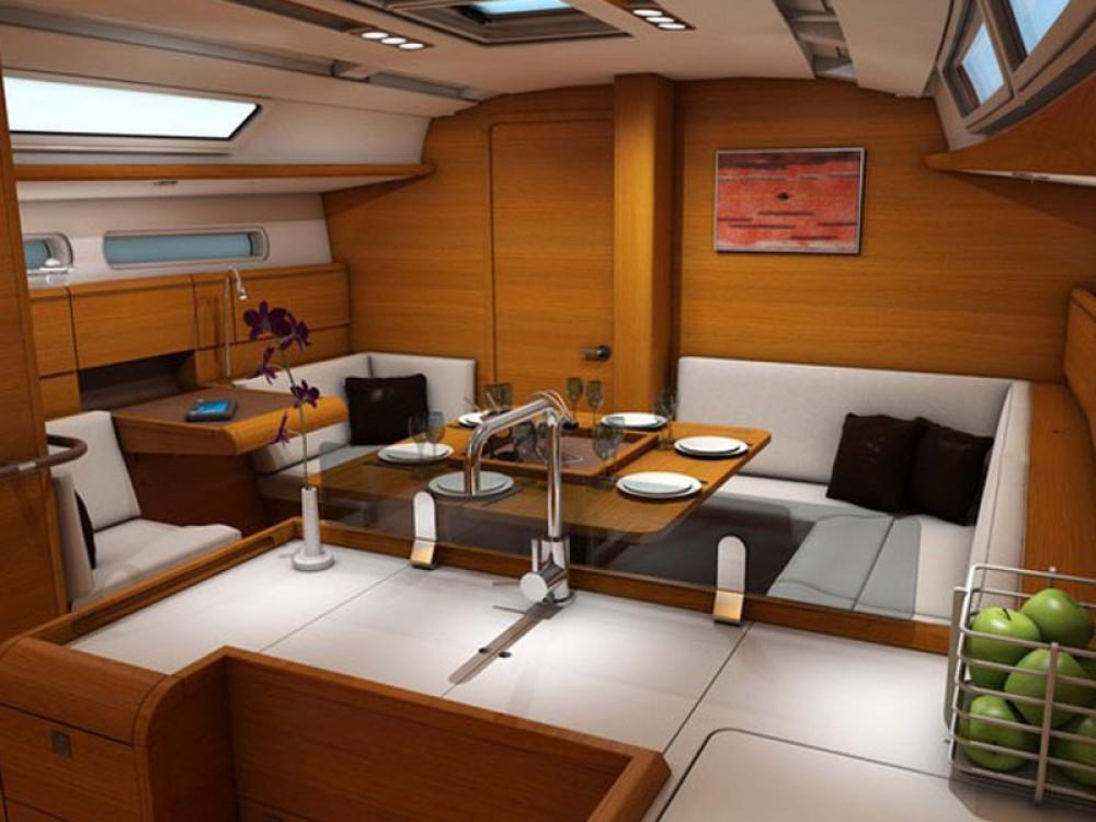 Boat rental Jeanneau Sunsail 41 in Komolac on Samboat