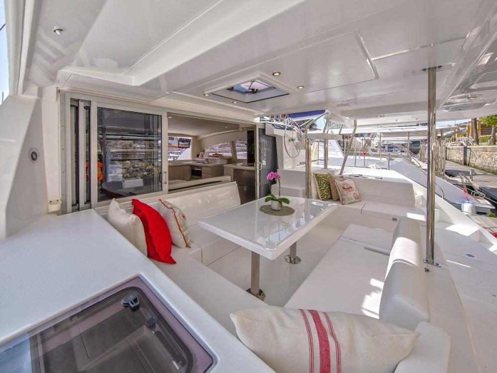 Boat rental Victoria cheap Sunsail 404